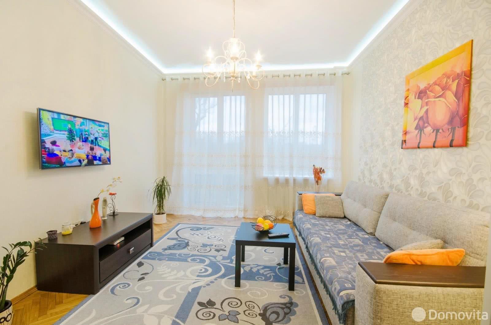 Аренда 2-комнатной квартиры на сутки в Минске, ул. Янки Купалы, д. 11 - фото 1