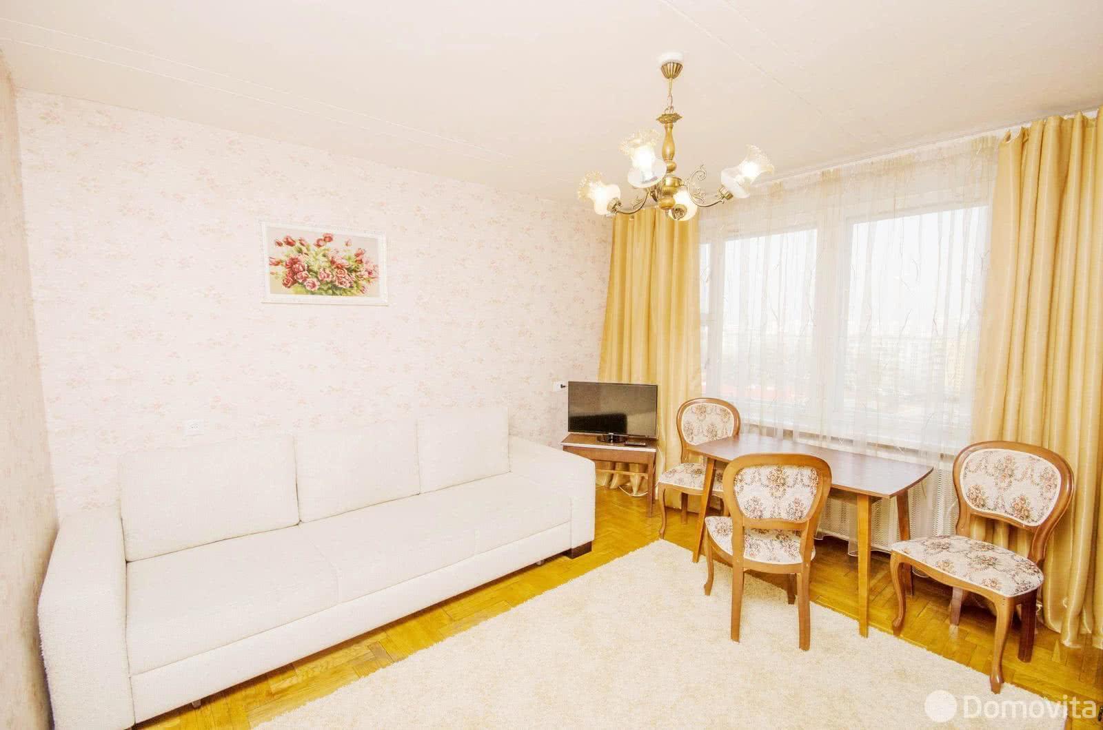 2-комнатная квартира на сутки в Минске ул. Немига, д. 10 - фото 1
