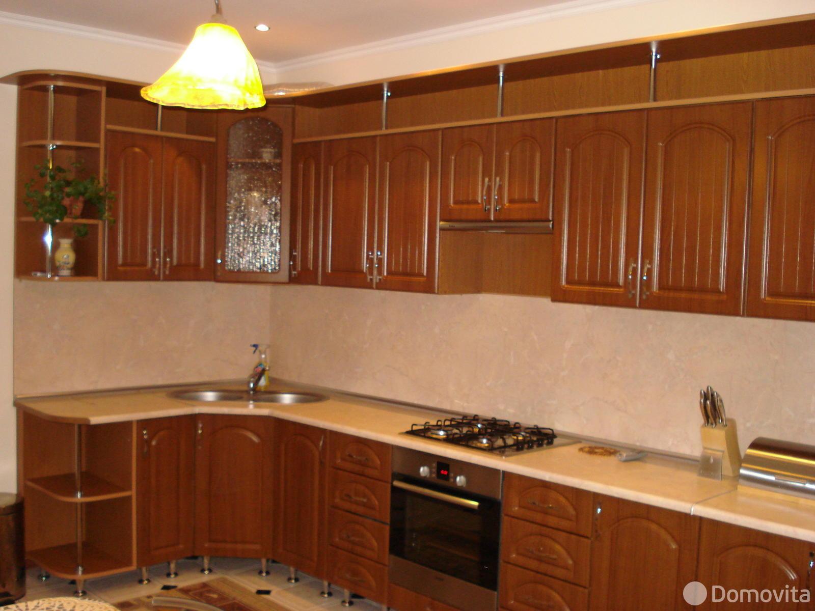 3-комнатная квартира на сутки в Волковыске, Волковысский район, ул. Горбатова, д. 20 - фото 1